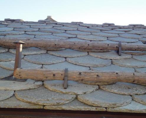 tronchi utilizzati come paraneve